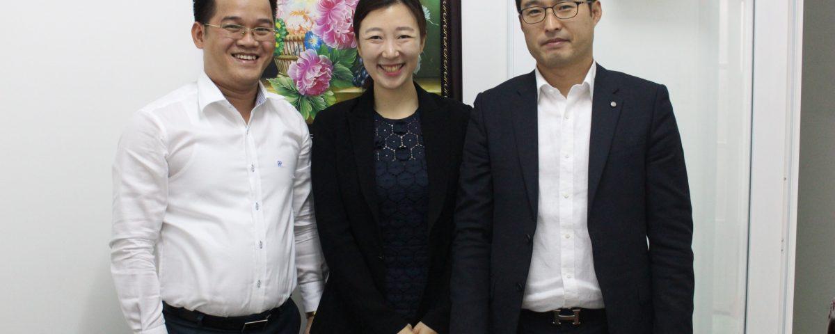 Ông Lê Minh Thái và Luật sư đại diện của văn phòng Dancheon